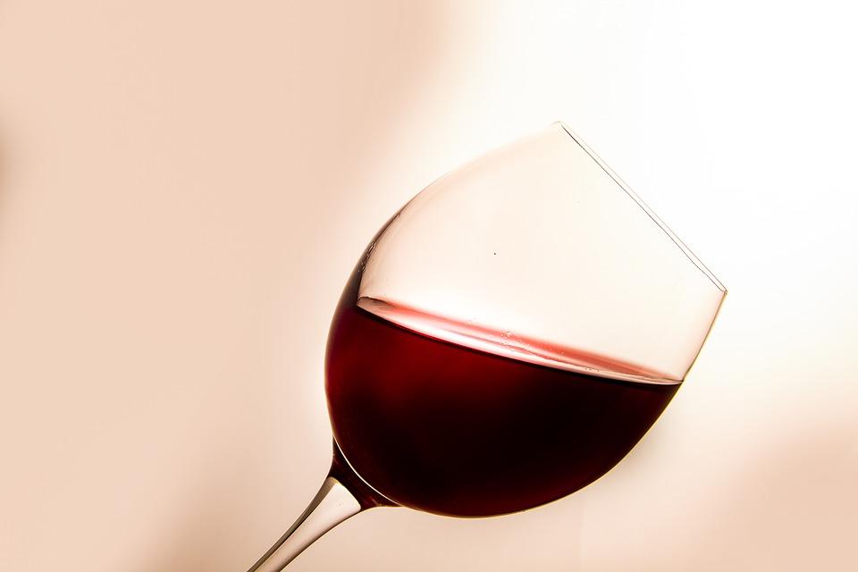 https://pixabay.com/es/copa-de-vino-vino-vidrio-beber-3078194/